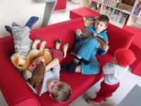 Interiér Obecní knihovny Moravany u Brna
