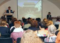 Předseda Ústřední knihovnické rady PhDr. Vít Richter zdraví účastníky 42. semináře knihovníků muzeí a galerií v Písku v roce 2018