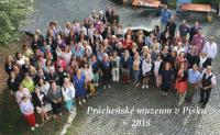 Společná fotografie účastníku 42. semináře knihovníků muzeí a galerií v Prácheňském muzeu v Písku