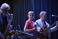 Jazzový poetický večer - Hudební doprovod zajistila jazzová hudební skupina Jazzy Talking se zpěvačkou Nikol Kotrnetzovou