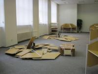 Demolice stolů ve studovně