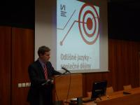 Předseda občanského sdružení Conditio humana Adrian von Arburg při zahájení cyklu