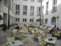 Atrium v prostorách Národní a univerzitní knihovny v Lublani