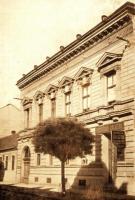Budova bývalé Občanské záložny, ve které knihovna sídlí dodnes