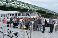 Účastníci kolokvia při plavbě po Dunaji