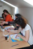 Práce ve workshopu arteterapie, autor fotografie: Mgr. Barbora Linková