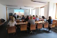 Mgr. Adéla Dilhofová vítá účastníky setkání
