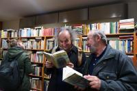 I Pavel Čech se svým tatínkem si v charitativním antikvariátu vybrali svou knihu. Jak jinak, byl to Vinnetou.