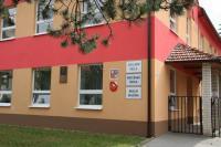Pamětní deska byla odhalena na budově školy.