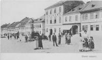 Náměstí v Boskovicích kolem r. 1900, nejvyšší dům Záložna