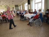 Oslava mezinárodního dne seniorů - harmonikářka, paní Winklerová