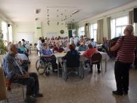 Oslava mezinárodního dne seniorů - návštěvníci akce