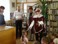 Pasování na čtenáře  pořádá knihovna ve spolupráci se zástupci města a vedením školy
