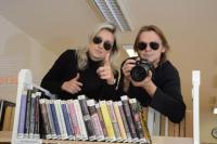 Paparazzi v akci - foceno pro magazín k článku představení knihovníků