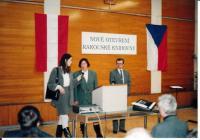 zleva: Hanna Vintr, rakouská lektorka, Dagmar Lastovecká, primátorka města Brna, Jaromír Kubíček, ředitel MZK