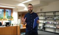 Moderátor streamovaných exkurzí Radoslav Pospíchal