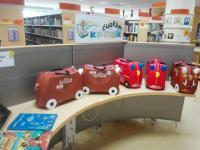 Tematické kufříky v knihovně v Domžale