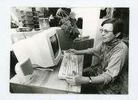 Věra Štěpánová s prvním počítačem v knihovně