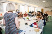 Workshop překladatelky Blanky Stárkové pro vítězky letošního ročníku Ceny Susanny Roth. Foto: Anna Pleslová