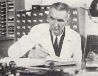 Ing. Heřman Mayerhöfer (1892–1975), spolkový knihovník a ředitel Státní technické knihovny v Brně.