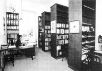 Knihovna v roce 1998, autor: Přemysl Janíček , na fotogr.: Alena Rajlichová