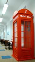 Telefonní budka v knihovně