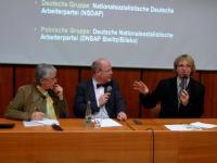 Diskuze po přednášce Dr. phil. Thobiase Wegera z univerzity v Oldenburgu (uprostřed)
