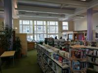 Od roku 1940 se toho ve Fountainbridge Library přiliš nezměnilo, alespoň ne stavebně.