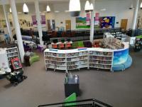 V Drumbrae Library Hub knihy mají, ale návštěvníci více ocení dostupné hry, informace o nové městské vyhlášce nebo jen možnost zde zůstat po škole.